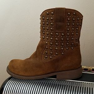 KENNETH COLE REACTION BRWN SUEDE BRONZ STUD BOOTS